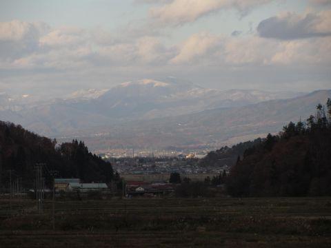 鉢伏山・飯森山を望む