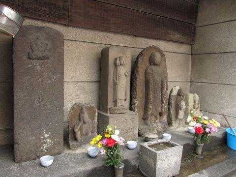 亀田橋跡付近の石仏群