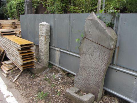 成田山・不動尊石碑