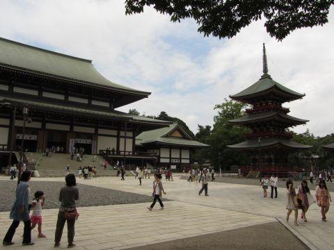 成田山新勝寺大本堂・三重塔