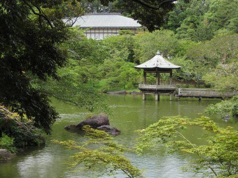 竜智の池・浮御堂