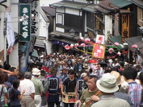 花崎町の行列