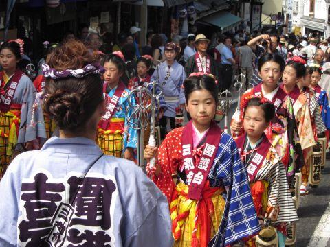 囲護台三和会の稚児行列