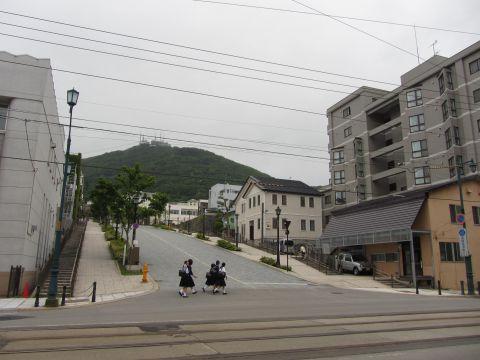 八幡坂と函館山
