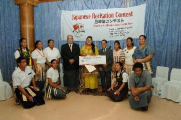 日本大使と教育大臣、参加者たち