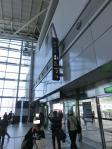 新幹線の駅からのアプローチまずは二番出口へ
