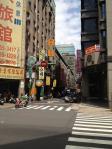 都会の中心地にまだこんな怖い道があるもの台湾ならでは