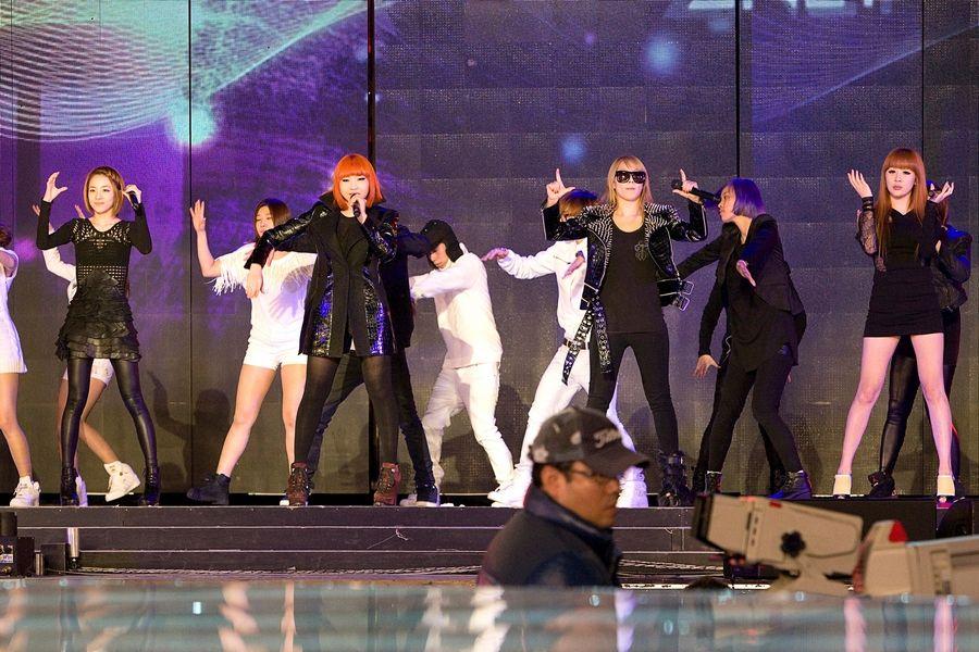 2NE1_sbsgayoREHEARSAL-01.jpg