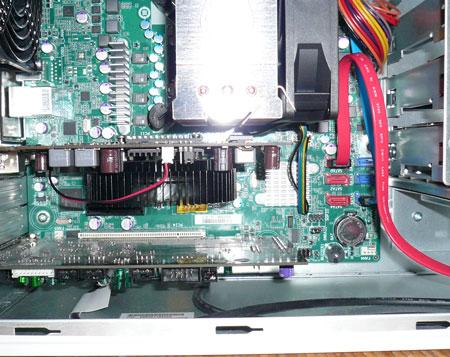 GT110bの CPUクーラとグラボの間隙