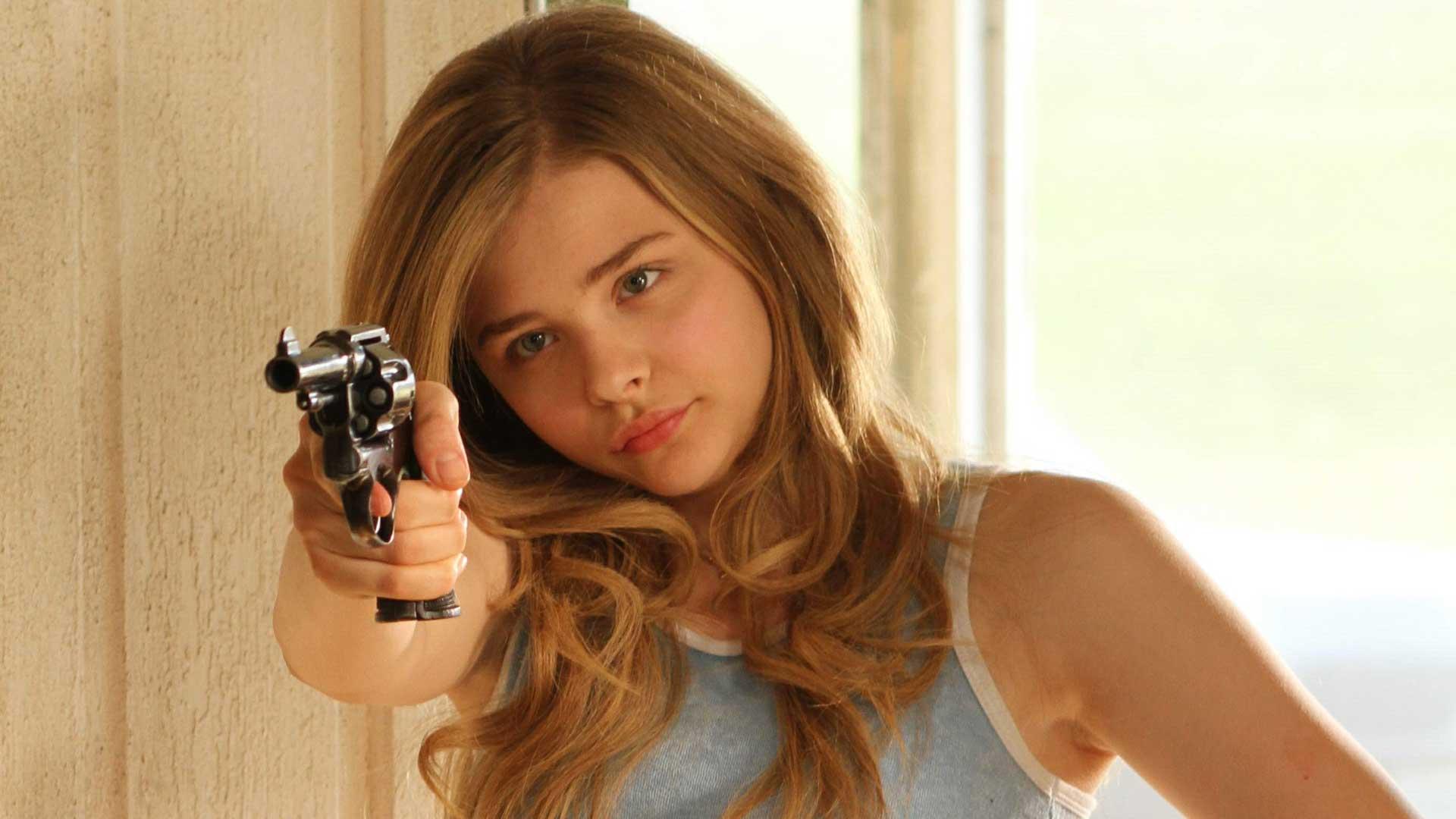 guns chloe moretz - photo #17