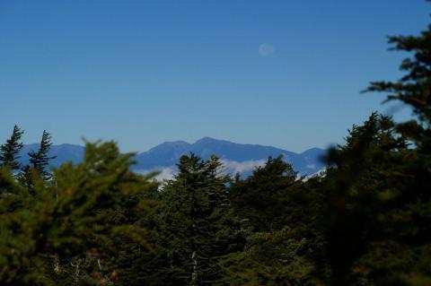 南アルプスと月