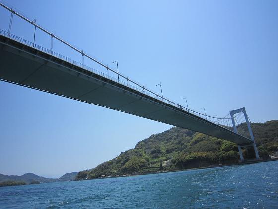 さっき渡ってきた橋を下から見ています。