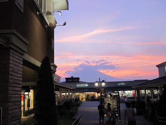 夕方になってやっと富士山が見えました・・(夏場はあまり見えないんだよね)