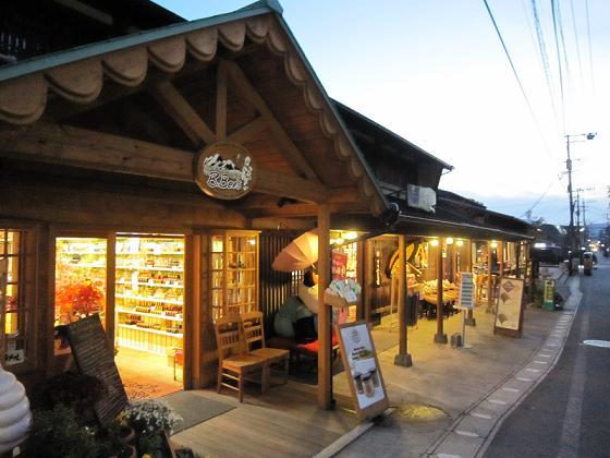 かわいいお店がたくさん並んでいます。
