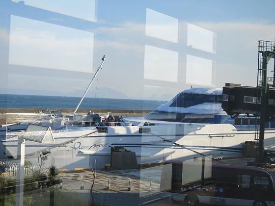 乗ってきた船が見えます