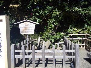 椿山荘 地震で倒れた灯籠