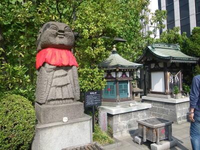 銀座三越の出世地蔵と三囲神社