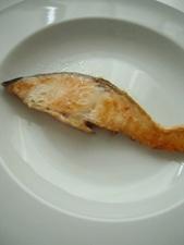 鮭は早々にお皿でスタンバイ