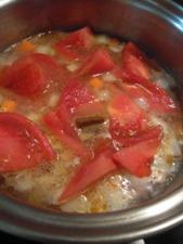 フレッシュトマトを入れて煮込みます