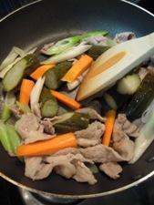 ピクルスと豚肉のさっぱり炒め3