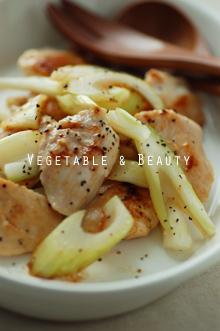 セロリの塩麹漬けと鶏肉の炒め物