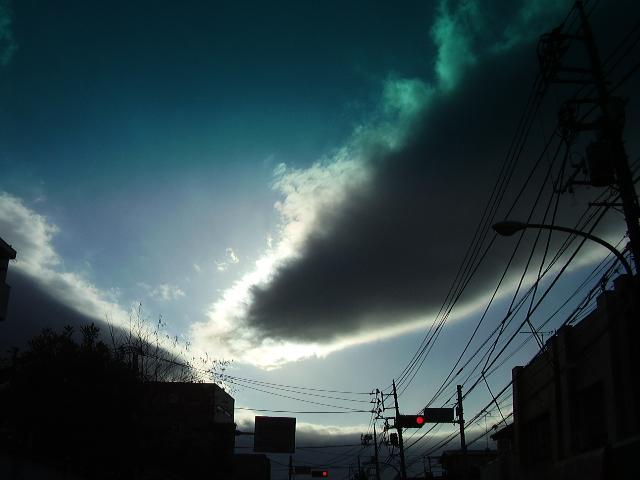 繋がろうとする雲