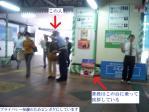 博多駅博多口でひたすら挨拶しているお巡りさんが挨拶していない決定的瞬間