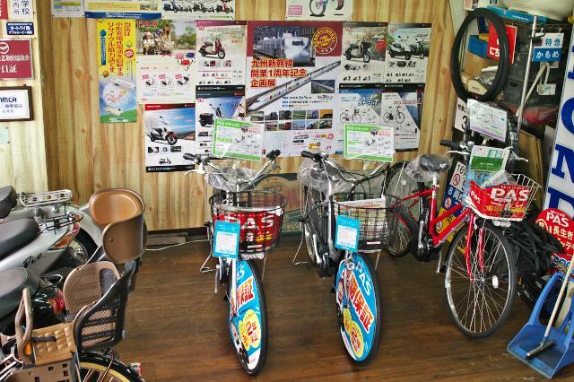展示車両とポスター