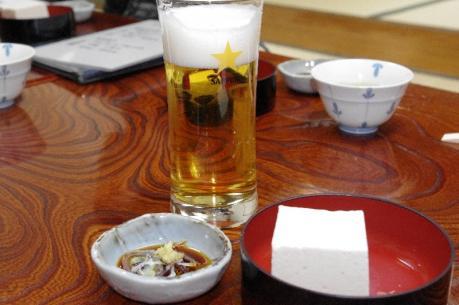 3冷ややっこにビール