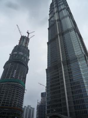 2高層ビル建築中