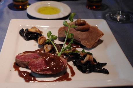 鴨肉を二つの調理法で フランス産キノコとマロン添え