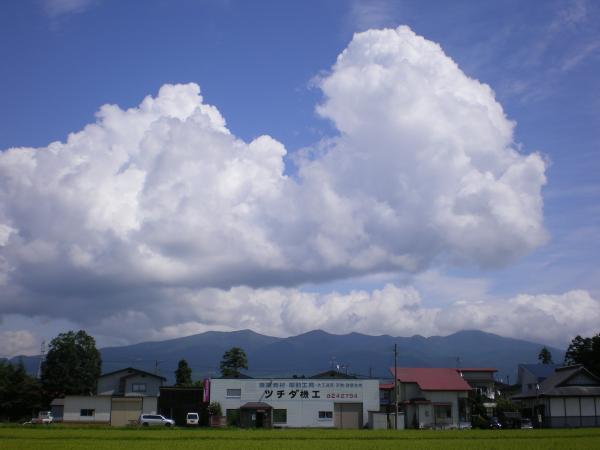 入道雲と磐梯山