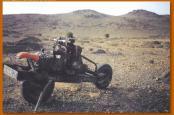 砂漠で車の故障03