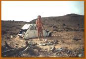 砂漠で車の故障01