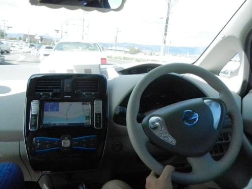 リーフの車内