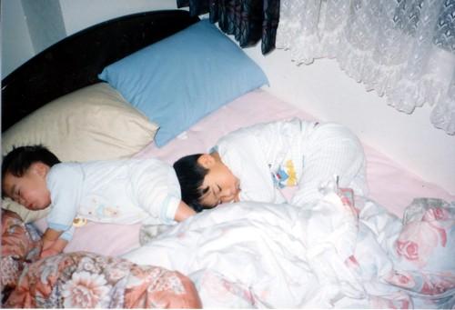 長男と二男の寝姿