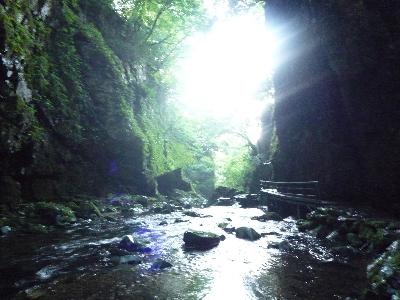 1暗い渓谷