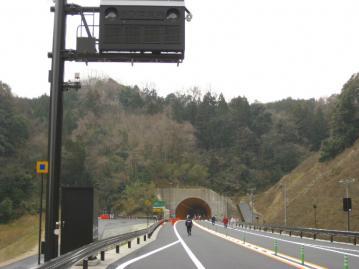 トンネル内情報表示板