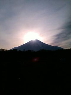 ダイヤモンド富士(山中湖 花の都公園より)