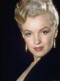 エド・クラーク-Actress-Marilyn-Monroe-Wearing-Dangling-Rhinestone-Earrings-with-Her-Hair-Up-Posters