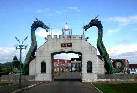 二頭の龍が守る門