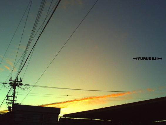 yurudeji_夕景飛行機雲