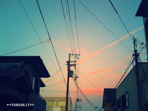 yurudeji_空+飛行機雲-