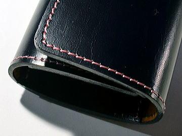 紺色の革にピンクのステッチでキーケースに ランドセルリメイク
