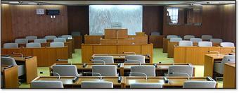 多摩市議会議事堂