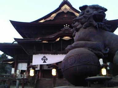 善光寺と香炉獅子頭