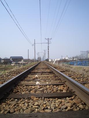 電車が再び来るを只管待つ鉄路と架線