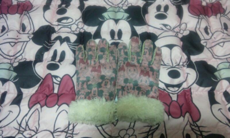ミニー&デイジーの手袋とブランケット(ディズニーストア)