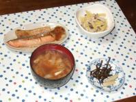 1/22 夕飯 焼き鮭(ハラス)、シメジとジャガイモの明太炒め、白菜と油揚げの味噌汁、きゃらぶき、らっきょう