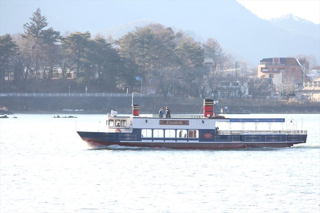 アンソレイユ号と河口湖_3